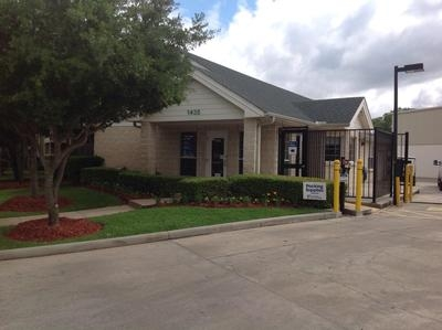 Uncle Bob's Self Storage - Houston - Silverado Dr - 1435 Silverado Drive, Houston TX 77077 - Storefront