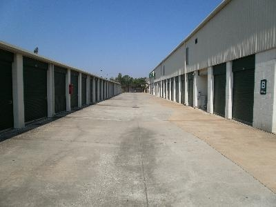 Uncle Bob's Self Storage - Houston - Silverado Dr - Photo 3