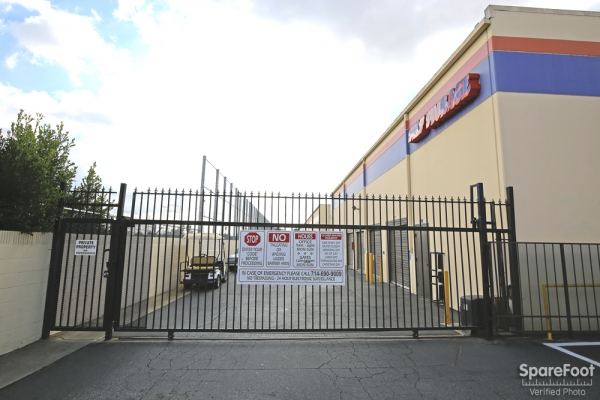 Paramount Self Storage - Photo 3