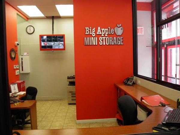 Big Apple Mini Storage - Manhattan - Photo 7