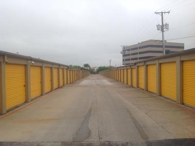 Uncle Bob's Self Storage - Benbrook - Photo 4