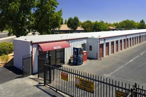 Security Public Storage - Shaw - 2633 W Shaw Ave, Fresno CA 93711 - Security Gate