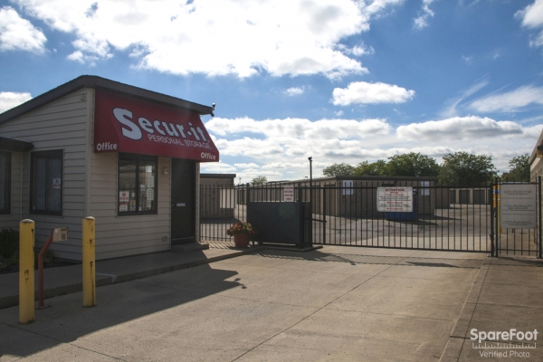 Secur-It Personal Storage - 435 Georgesville Rd, Columbus OH 43228 - Storefront · Security Gate