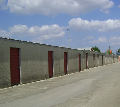 1st American Storage - Attic Space Blanco - Photo 3