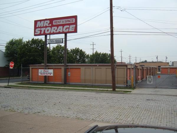 Mr. Storage - South Phila - Photo 4