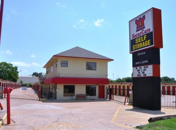 SecurCare Self Storage - Tulsa - S Lewis Ave - Photo 1
