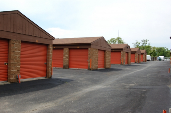 Waldorf Self Storage - Photo 3