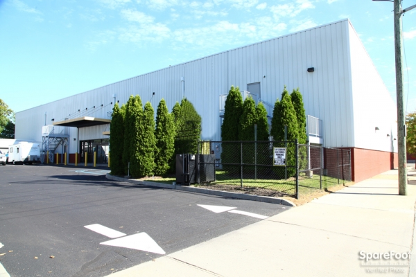 Safeguard Self Storage - New Hyde Park - Park Ave - 115 New Hyde Park Road, New Hyde Park NY 11040