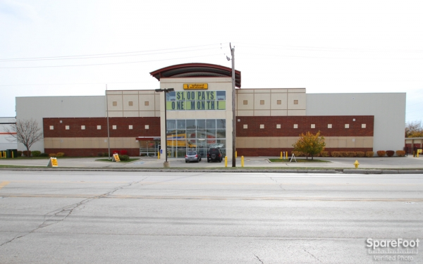 Safeguard Self Storage - McCook - 9001 West 47th Street, McCook IL 60525 - Storefront