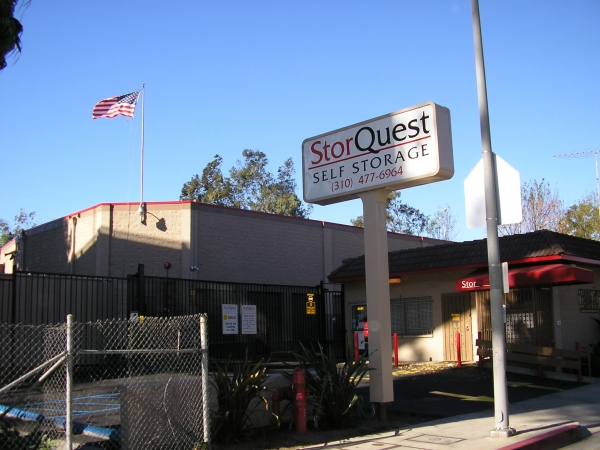 StorQuest Self Storage - 2531 Sawtelle Blvd, Los Angeles CA 90064 - Storefront