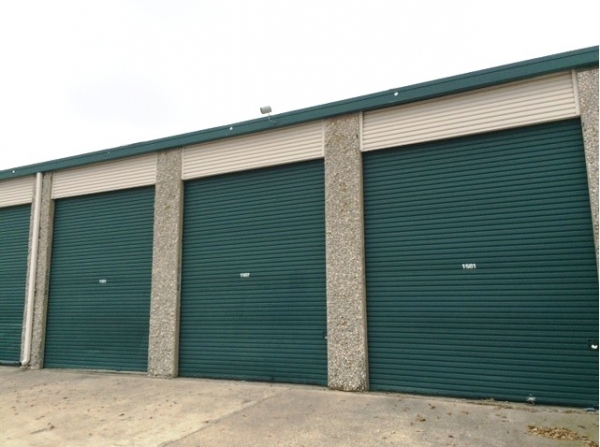 Watson & Taylor Self Storage - Belt Line - Photo 6