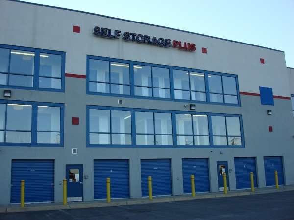 Self Storage Plus - Ball Street - Photo 1
