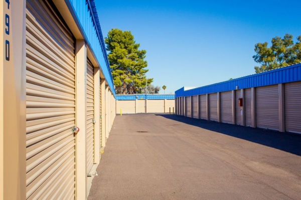 US Storage Centers - Glendale - Photo 3