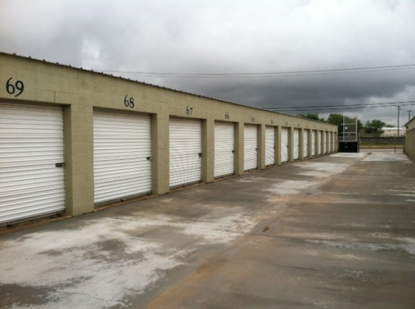 Texas Wide Self Storage - Industrial - 3105 West Industrial Avenue, Midland TX 79701 - Drive-up Units