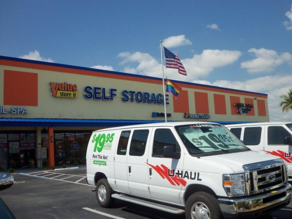 Value Store It Self Storage Fort Lauderdale - 1124 West Sunrise Boulevard, Fort Lauderdale FL 33311 - Moving Truck