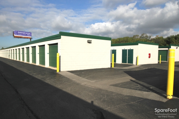 The Lock Up Storage Centers - Northbrook - Photo 6