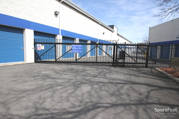 The Lock Up Storage Centers - Lincolnwood - Photo 2