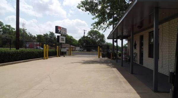 Lonestar Self Storage - Photo 4