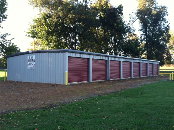 B & R Mini Storage - Hornbeak - 205 North Main Street, Hornbeak TN 38232 - Drive-up Units