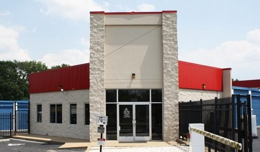 Devon Self Storage - Austin Peay - 3040 Austin Peay Highway, Memphis TN 38128 - Storefront · Security Gate