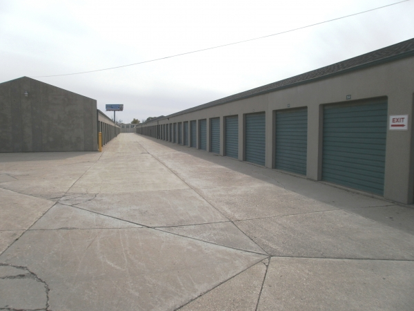 Devon Self Storage - Milwaukee - Photo 4