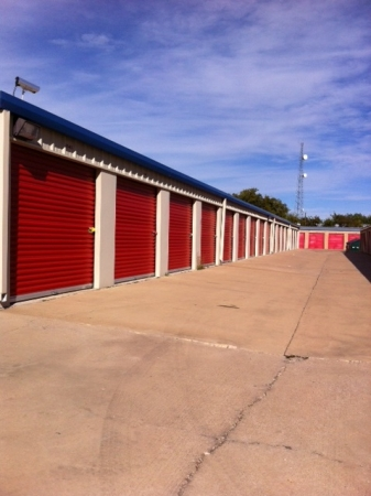 Tri Star Self Storage - La Salle Ave - Photo 2