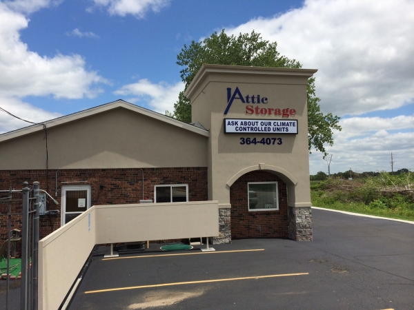 Attic Storage of Woodbine Road - 405 N Woodbine Rd, St Joseph MO 64506 - Storefront