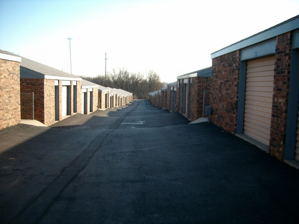 Security Self Storage - Troost - Photo 4