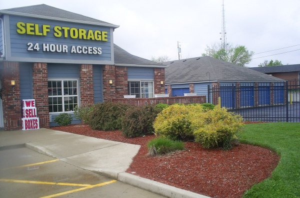 Sentinel Self Storage - Hamilton - Photo 2