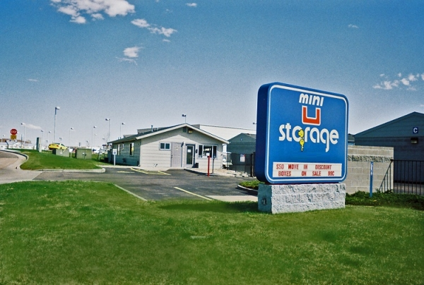 Mini U Storage - Highlands Ranch - 6678 E County Line Rd, Highlands Ranch CO 80126 - Signage