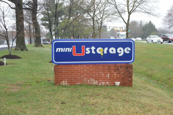 Mini U Storage - Columbia - Photo 16