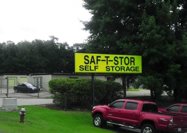 SAF-T-STOR - 4204 Capital Boulevard, Raleigh NC 27604 - Signage