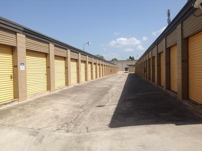 Uncle Bob's Self Storage - Lakeland - Photo 9