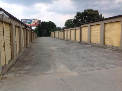 Uncle Bob's Self Storage - Columbia - Parklane Rd - Photo 3