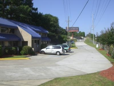 Uncle Bob's Self Storage - Columbia - Parklane Rd - Photo 9