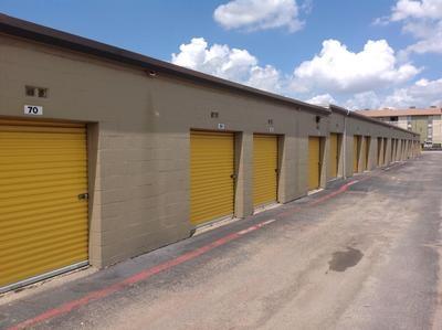 Uncle Bob's Self Storage - Dallas - 9450 Hargrove Dr - Photo 4