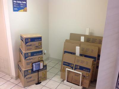 Uncle Bob's Self Storage - Dallas - 9450 Hargrove Dr - Photo 6