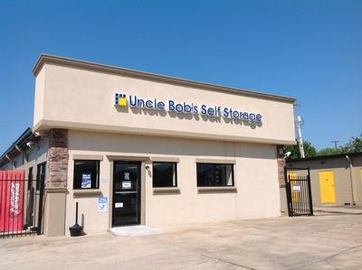 Uncle Bob's Self Storage - Lafayette - Ambassador Caffery Pky - Photo 1