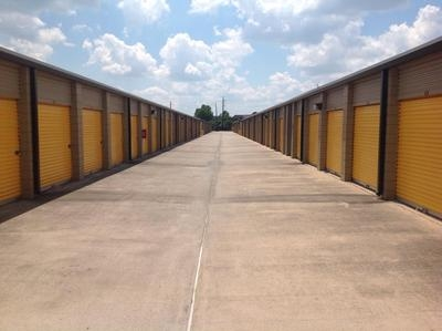 Uncle Bob's Self Storage - Houston - Jones Rd - Photo 7