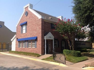 Uncle Bob's Self Storage - Dallas - Milton St - 5720 Milton St, Dallas TX 75206