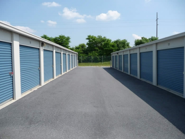 West Chocolate Avenue Self Storage - 1052 Old W Chocolate Ave, Hershey PA 17033 - Drive-up Units