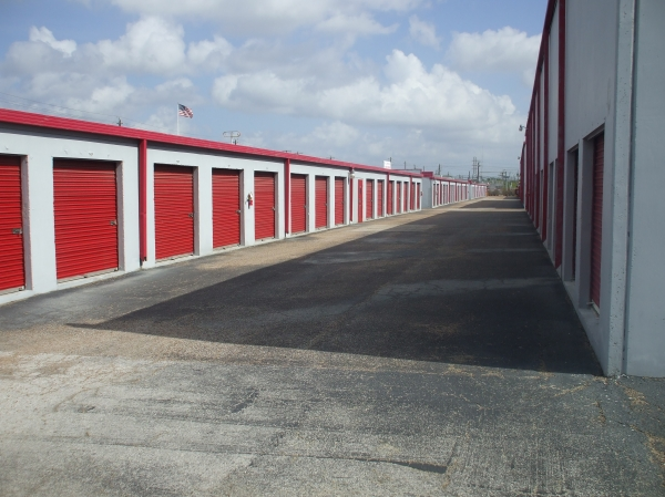 Almeda Self Storage - Photo 6