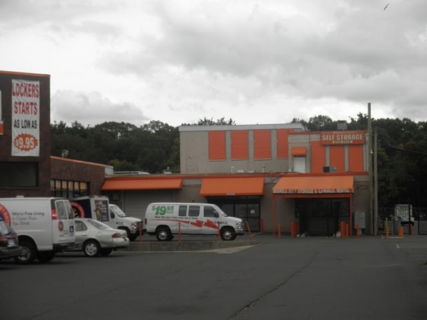 Dixwell Self Storage - 1315 Dixwell Ave, Hamden CT 06514 - Store Front