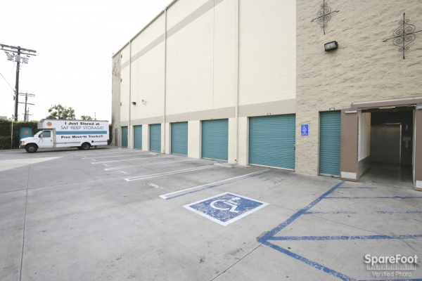 Saf Keep Self Storage - Los Angeles - Melrose Avenue - Photo 4