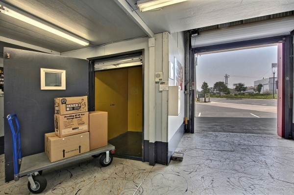 StorageMart - Mandela Pkwy & I-580 - Photo 3