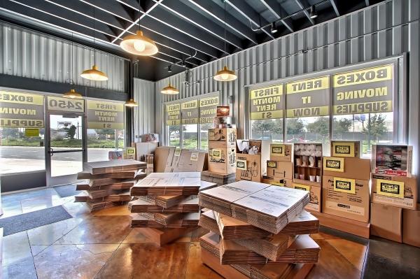 StorageMart - Mandela Pkwy & I-580 - Photo 5