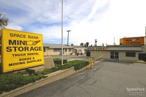 Space Bank Mini Storage - Pasadena