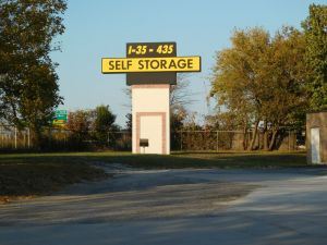 Charmant I 35/I 435 Self Storage