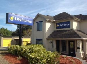 Life Storage - Largo - 10833 Seminole Boulevard & 15 Cheap Self-Storage Units Clearwater FL w/ Prices from $19/month